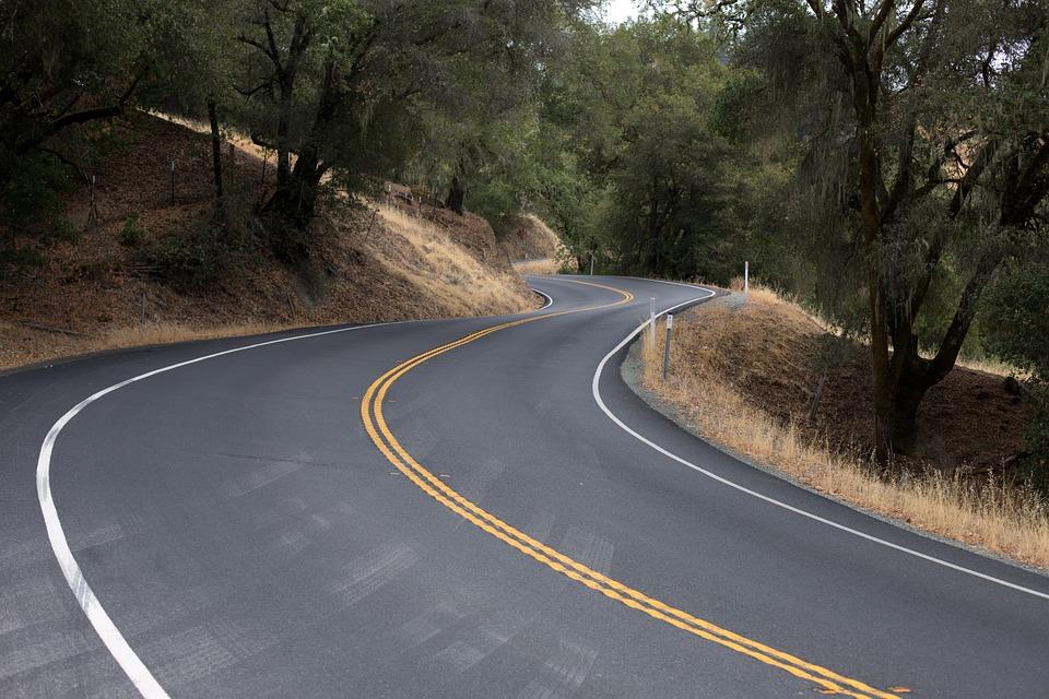 winding-road-553481_960_720